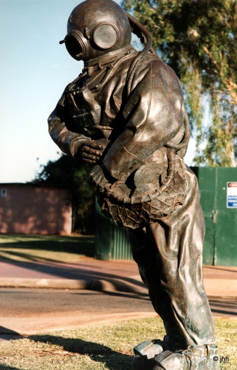 Hard hat pearl diver statue, in Broome, W.A.